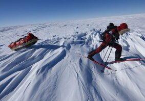 adventurer-ski-traverse-wind-features-antarctica_34410_600x450